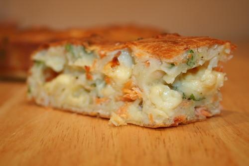 Рецепт: Пирог с лососем и сыром
